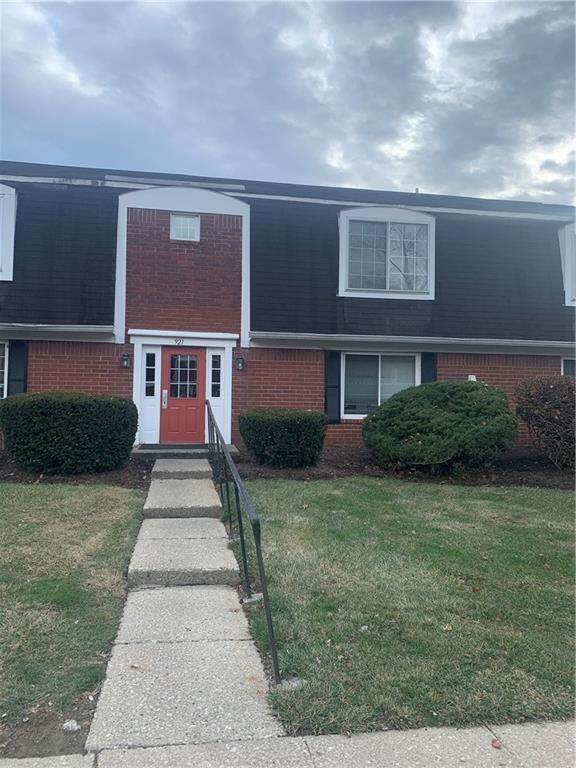921 Hoover Village #D Drive D, Indianapolis, IN 46260 (MLS #21760977) :: Mike Price Realty Team - RE/MAX Centerstone