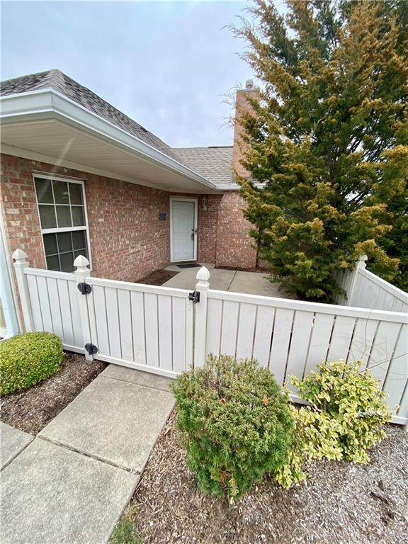 7417-A Chapel Villas Lane, Indianapolis, IN 46214 (MLS #21774809) :: Mike Price Realty Team - RE/MAX Centerstone