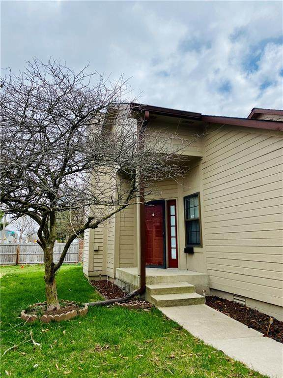 492 Van Camp Square, Greenwood, IN 46143 (MLS #21775372) :: Mike Price Realty Team - RE/MAX Centerstone