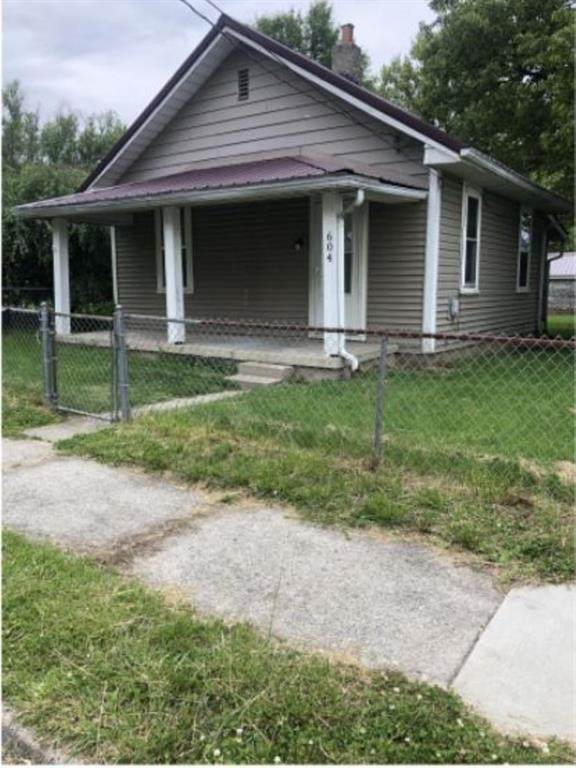 604 W 10th Street, Muncie, IN 47302 (MLS #21776772) :: Mike Price Realty Team - RE/MAX Centerstone