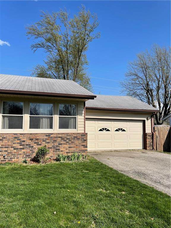 205 Wayside Drive, Plainfield, IN 46168 (MLS #21777046) :: The ORR Home Selling Team