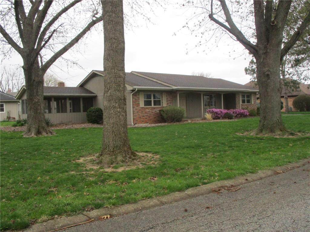 405 Greenacres Drive - Photo 1