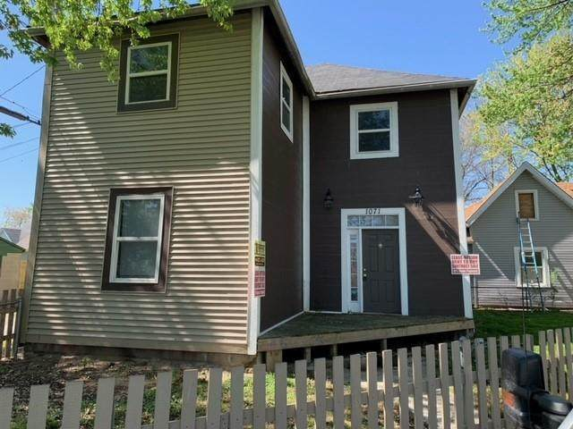 1071 W Mccarty Street, Indianapolis, IN 46221 (MLS #21780670) :: Anthony Robinson & AMR Real Estate Group LLC