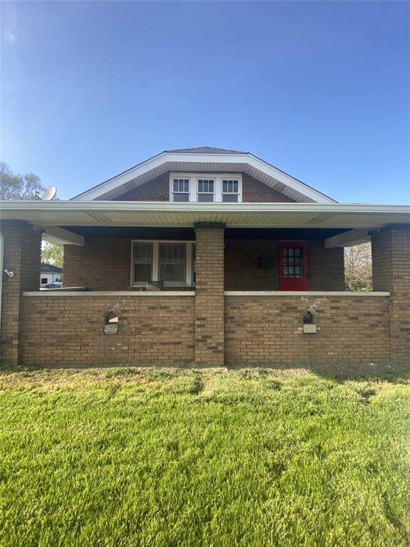 2904 W 16th Street, Indianapolis, IN 46222 (MLS #21781900) :: AR/haus Group Realty