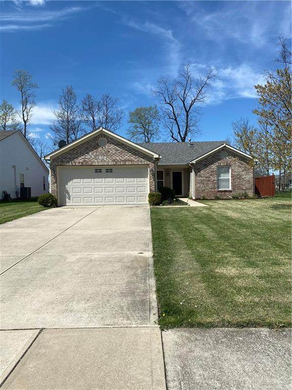 718 Runnymede Court, Greenfield, IN 46140 (MLS #21782095) :: AR/haus Group Realty
