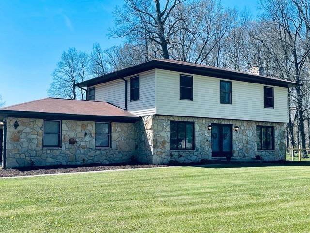 3025 W Hickory Woods Drive, Greenfield, IN 46140 (MLS #21783847) :: The Evelo Team
