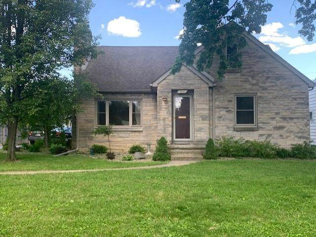 2661 Lafayette Avenue, Columbus, IN 47201 (MLS #21785623) :: Mike Price Realty Team - RE/MAX Centerstone