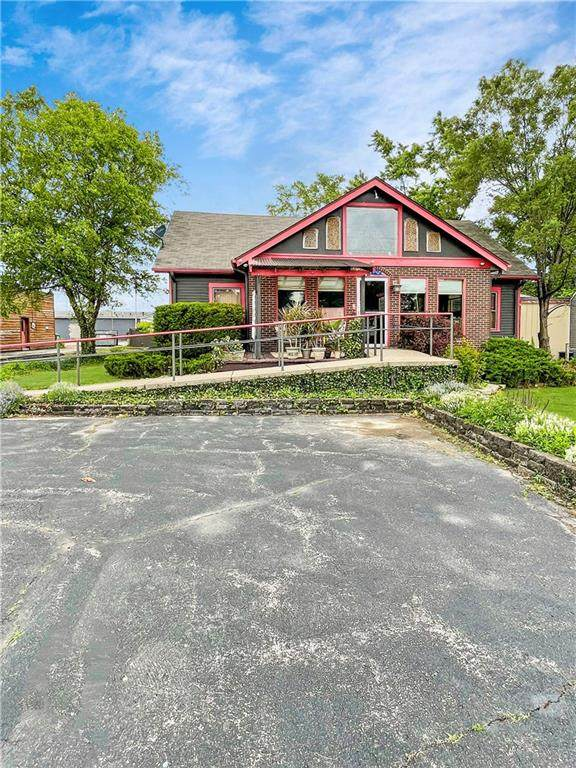 2210 E 10th Street, Anderson, IN 46012 (MLS #21791020) :: The Evelo Team