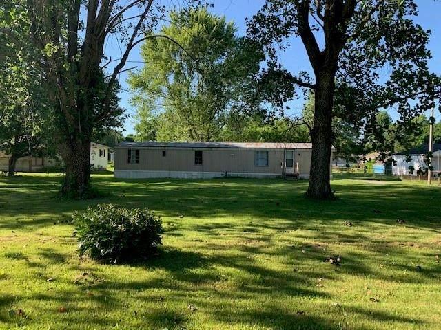 9986 S 750 W, Fortville, IN 46040 (MLS #21792055) :: The ORR Home Selling Team