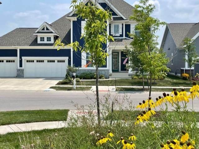 1501 Avondale Drive, Westfield, IN 46074 (MLS #21801821) :: Pennington Realty Team
