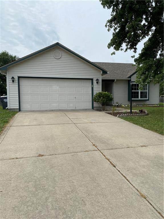 1376 Egret Lane, Greenwood, IN 46143 (MLS #21802648) :: Pennington Realty Team