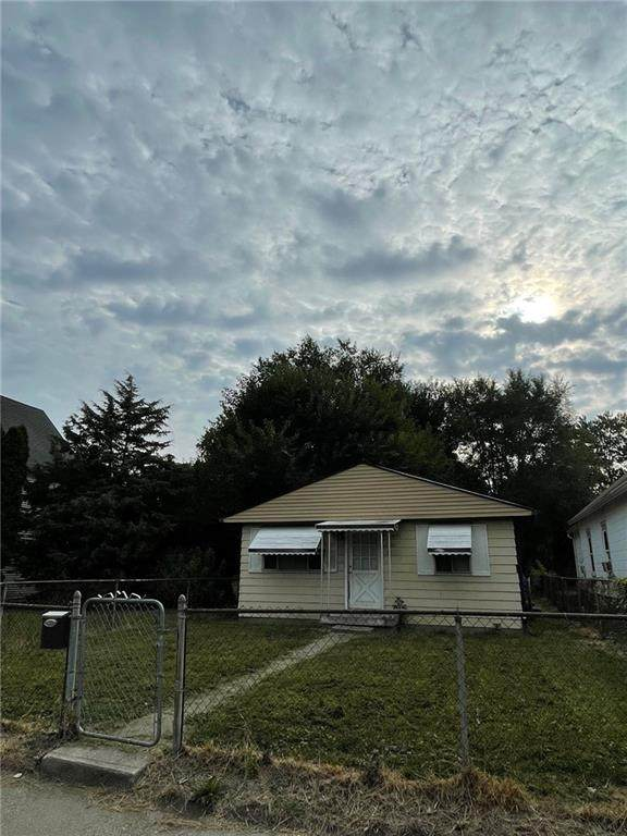 1421 Churchman Avenue, Indianapolis, IN 46203 (MLS #21808020) :: Mike Price Realty Team - RE/MAX Centerstone