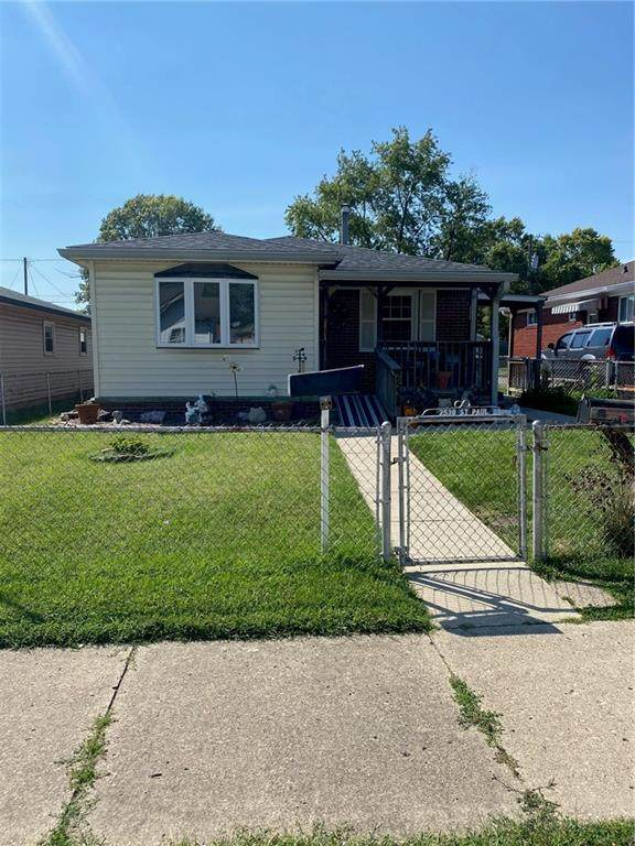 2538 Saint Paul Street, Indianapolis, IN 46203 (MLS #21812059) :: Mike Price Realty Team - RE/MAX Centerstone