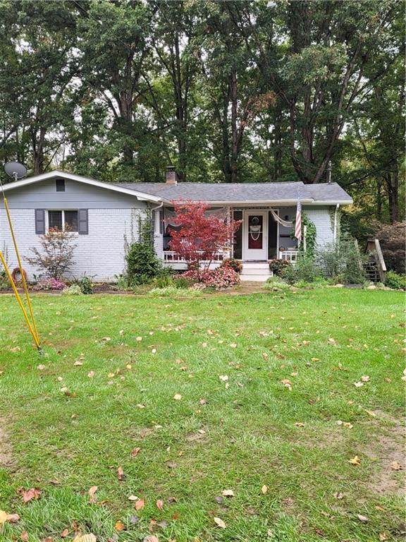 1810 W Shore Drive, Martinsville, IN 46151 (MLS #21820911) :: Ferris Property Group