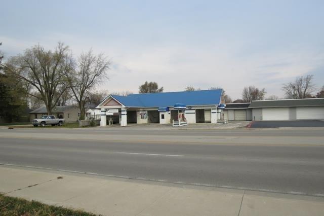 6260 W Kilgore Avenue, Yorktown, IN 47396 (MLS #21480925) :: FC Tucker Company