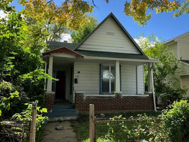 909 W 29th Street, Indianapolis, IN 46208 (MLS #21598139) :: Richwine Elite Group