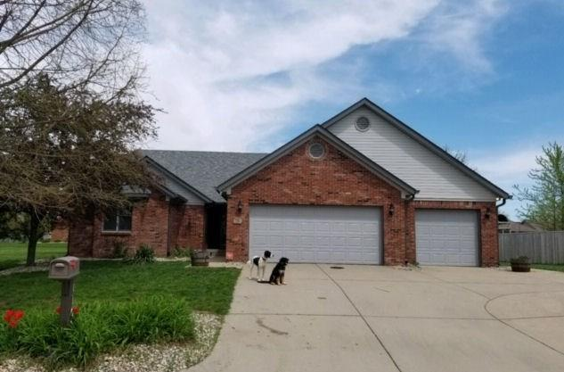1108 Springway Court, Shelbyville, IN 46176 (MLS #21630003) :: AR/haus Group Realty