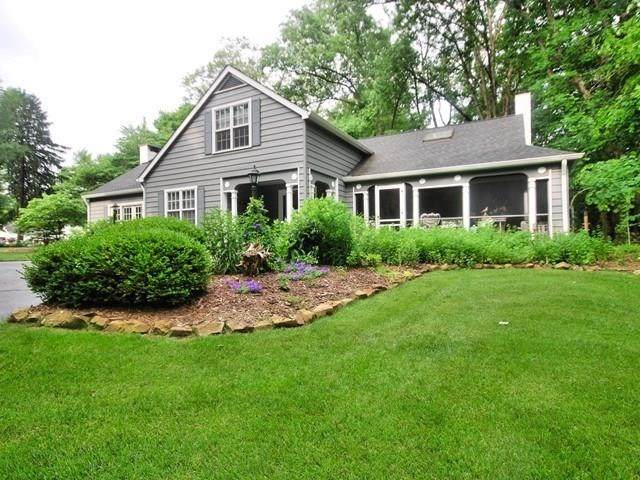 551 S Mutz Drive, Columbus, IN 47201 (MLS #21718187) :: Mike Price Realty Team - RE/MAX Centerstone