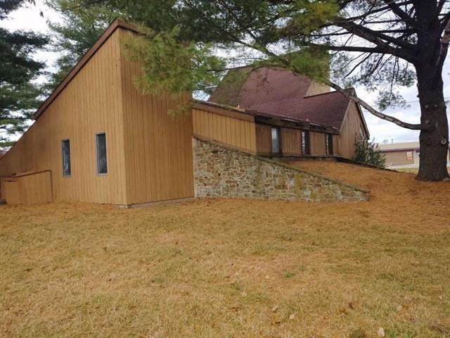 2499 E Margaret Drive, Terre Haute, IN 47802 (MLS #21725204) :: AR/haus Group Realty