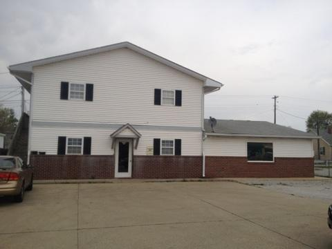 216 E Broadway, Shelbyville, IN 46176 (MLS #21287775) :: The Indy Property Source