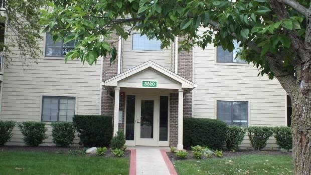 8820 Yardley Court #208, Indianapolis, IN 46268 (MLS #21577784) :: The Evelo Team