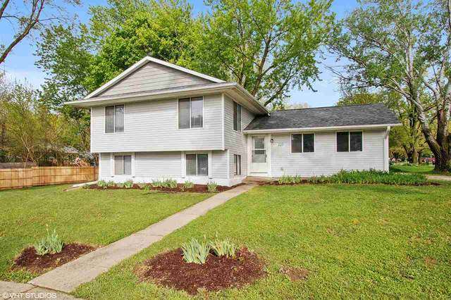 323 Oberlin St, Iowa City, IA 52245 (MLS #202004500) :: Lepic Elite Home Team
