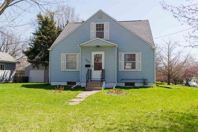 2207 H St, Iowa City, IA 52240 (MLS #202006175) :: The Johnson Team