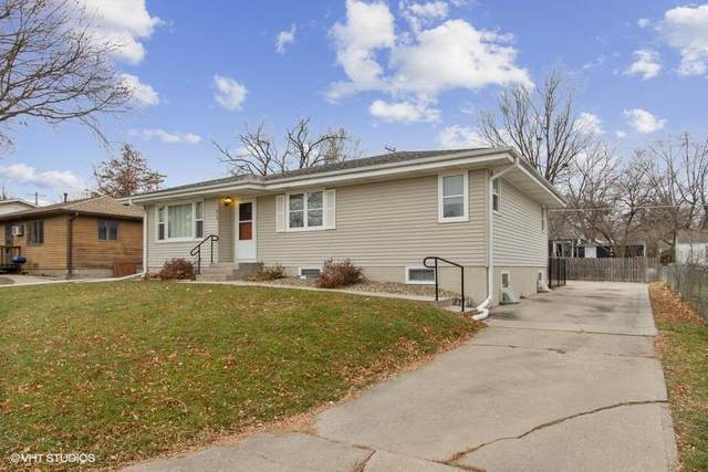 613 12th, Coralville, IA 52241 (MLS #202006845) :: Lepic Elite Home Team