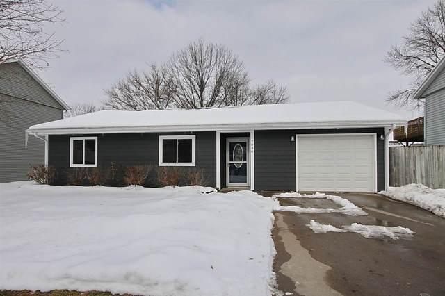 2830 Sterling Dr., Iowa City, IA 52240 (MLS #202100205) :: Lepic Elite Home Team