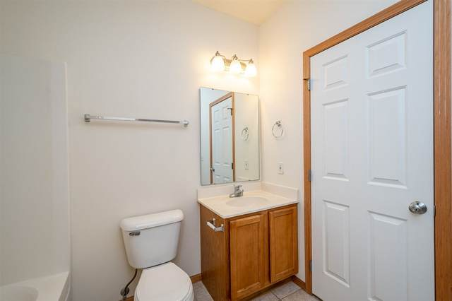 31 Redtail Bend #33, Coralville, IA 52241 (MLS #202100415) :: The Johnson Team