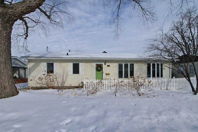 2434 Wayne Ave., Iowa City, IA 52240 (MLS #202100601) :: Lepic Elite Home Team