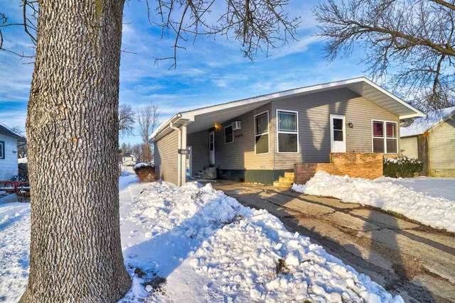 354 W Randolph St, Marengo, IA 52301 (MLS #202100626) :: Lepic Elite Home Team