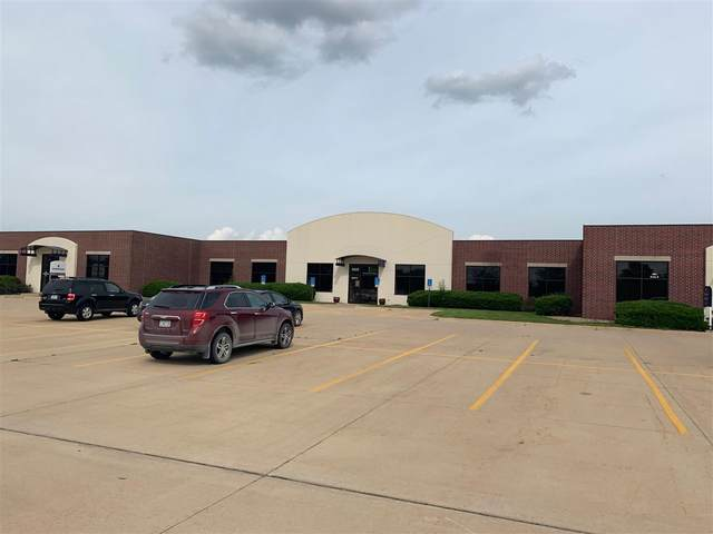 4935 Bowling St Sw, Cedar Rapids, IA 52404 (MLS #202101167) :: The Johnson Team