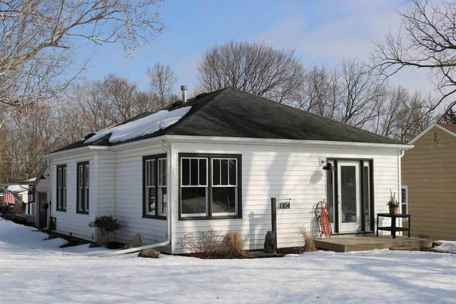 1304 Kirkwood Ave, Iowa City, IA 52240 (MLS #202101374) :: Lepic Elite Home Team
