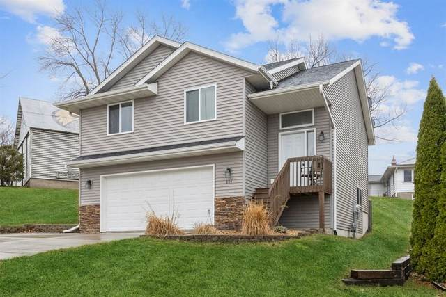 804 10th Ave Pl, Coralville, IA 52241 (MLS #202101813) :: Lepic Elite Home Team