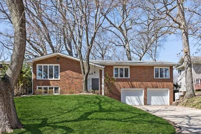 323 Blackhawk St, Iowa City, IA 52246 (MLS #202101881) :: The Johnson Team
