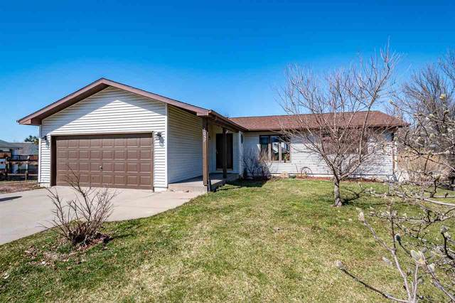 1057 20th Avenue, Coralville, IA 52241 (MLS #202101883) :: Lepic Elite Home Team