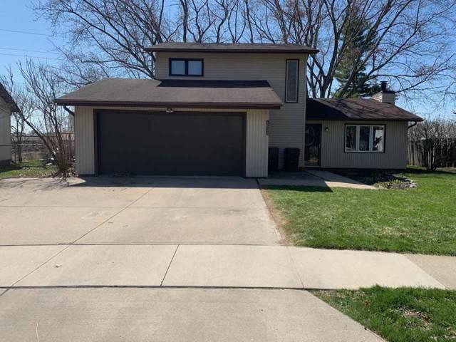 1633 Dover St, Iowa City, IA 52240 (MLS #202101947) :: The Johnson Team