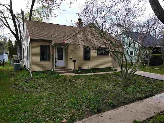 619 Dearborn St, Iowa City, IA 52240 (MLS #202102313) :: Lepic Elite Home Team