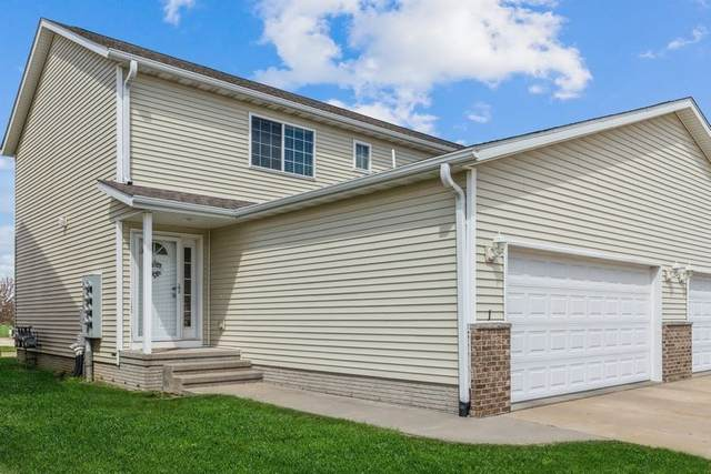 5901 Muirfield Dr Sw #1, Cedar Rapids, IA 52404 (MLS #202102362) :: The Johnson Team