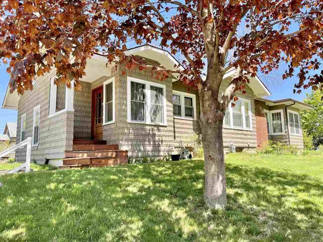 606 6th Ave, Coralville, IA 52241 (MLS #202102849) :: The Johnson Team