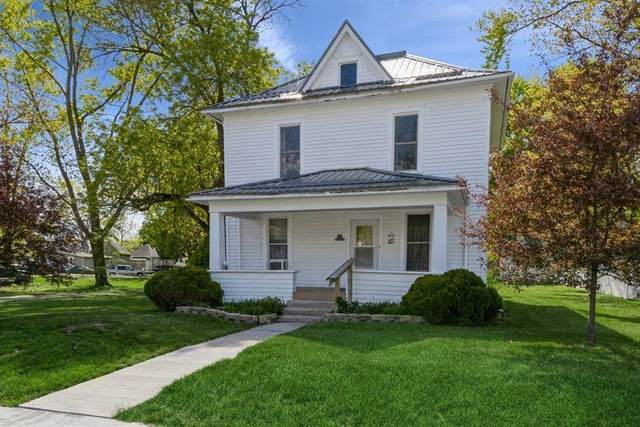 220 N 2nd St, West Branch, IA 52358 (MLS #202102923) :: The Johnson Team