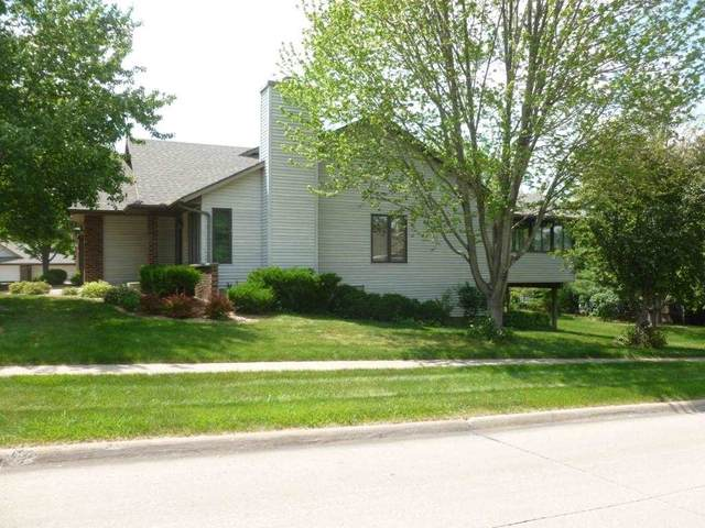802 West Side Dr, Iowa City, IA 52246 (MLS #202103456) :: Lepic Elite Home Team