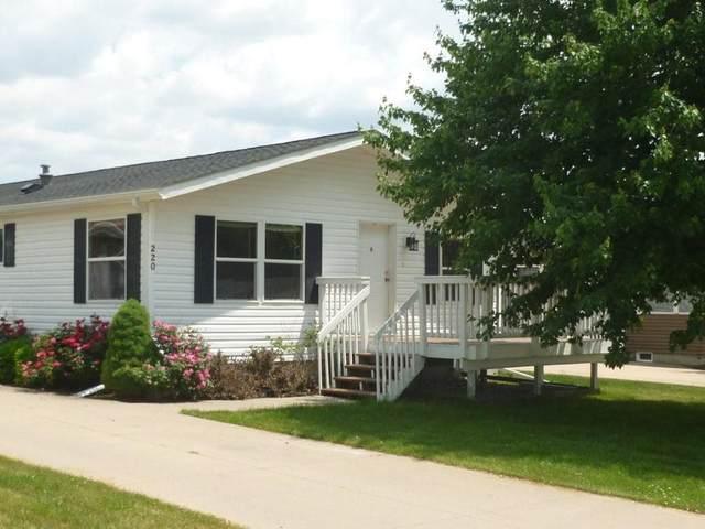 220 Dressage Ct, Iowa City, IA 52240 (MLS #202103458) :: Lepic Elite Home Team