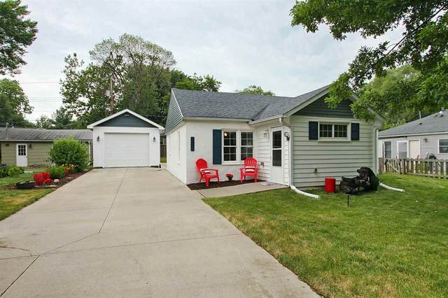 806 7th Ave, Coralville, IA 52241 (MLS #202103751) :: The Johnson Team