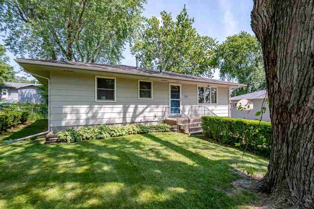 707 13th Ave, Coralville, IA 52241 (MLS #202104009) :: The Johnson Team