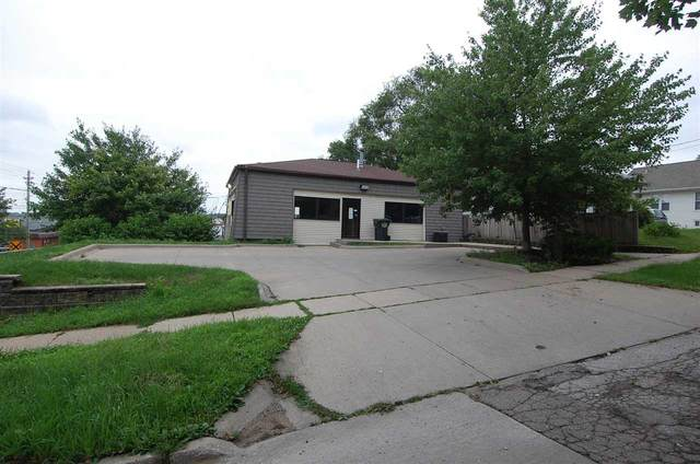 440 Kirkwood Ave, Iowa City, IA 52240 (MLS #202104131) :: Lepic Elite Home Team