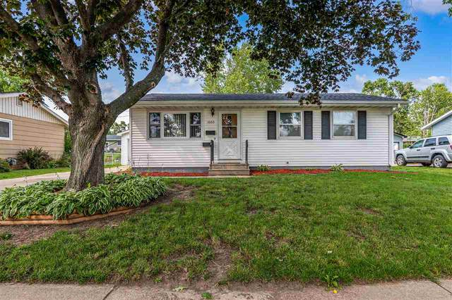 1060 W 8th Ave, Marion, IA 52302 (MLS #202104212) :: The Johnson Team