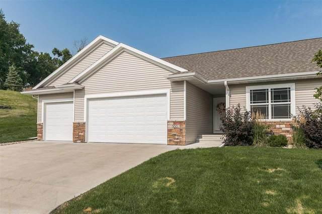 3537 Pioneer Ave Se, Cedar Rapids, IA 52403 (MLS #202104291) :: Lepic Elite Home Team