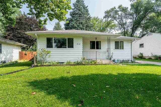 914 Deforest Ave, Iowa City, IA 52240 (MLS #202104303) :: Lepic Elite Home Team
